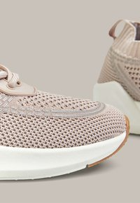 OYSHO - WITH TRANSLUCENT DETAIL - Trainers - rose - 5