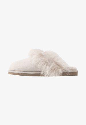 EVELINA - Domácí obuv - honey