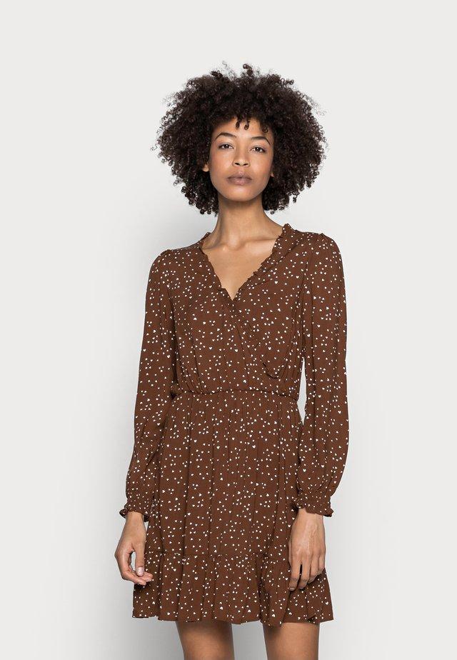 VESTIDO CORTO CORAZON - Korte jurk - dark brown