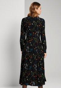 TOM TAILOR DENIM - MIT BLUMEN - Shirt dress - black flower print - 2