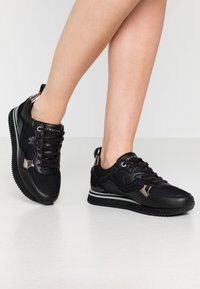Tommy Hilfiger - FEMININE ACTIVE CITY  - Baskets basses - black - 0