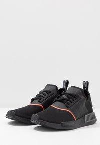 adidas Originals - NMD_R1 - Joggesko - core black/solar red - 2