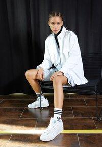 adidas Originals - STAN SMITH PRIMEGREEN VEGAN - Sneaker low - footwear white/offwhite/green - 2