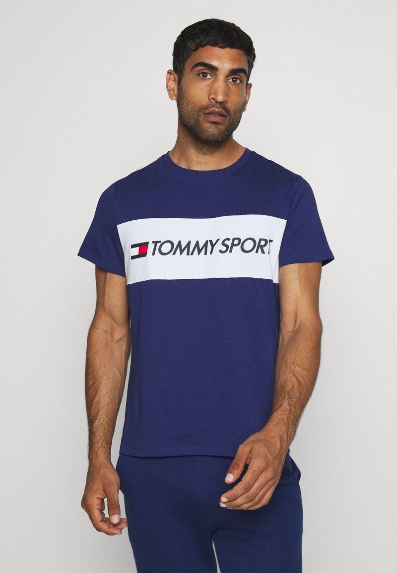Tommy Hilfiger - COLOURBLOCK LOGO - T-shirt med print - blue