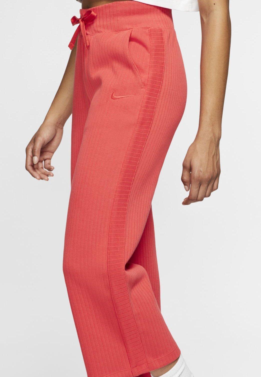 Nike Sportswear PANT - Pantalon de survêtement - track red - Pantalons & Leggings Femme G1V0N