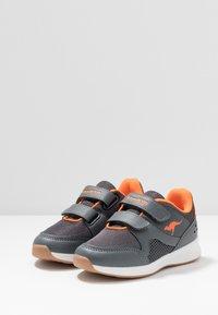 KangaROOS - COURTY  - Sneakers - steel grey/orange - 2
