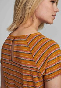 Nümph - NUBUNTY - Print T-shirt - buckthorn brown - 1