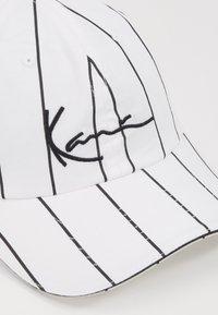 Karl Kani - SIGNATURE PINSTRIPE  - Cap - white - 3