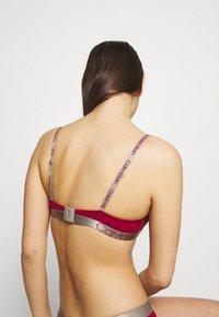 Calvin Klein Underwear - ICONIC LIFT DEMI - T-shirt bra - sweet berry - 2