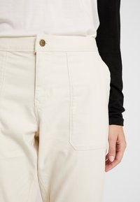 The North Face - MOESER JOGGER - Trousers - vintage white - 3