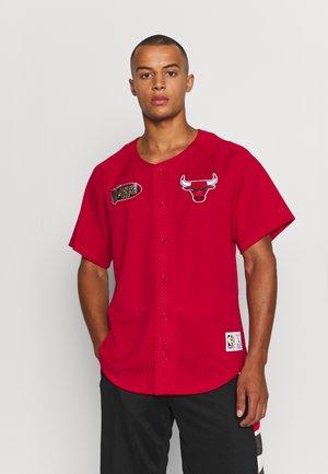 NBA CHICAGO BULLS BASEBALL - Klubbkläder - red
