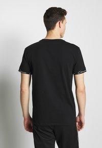 CLOSURE London - SCRIPT HIDDEN BAND TEE - Print T-shirt - black - 2