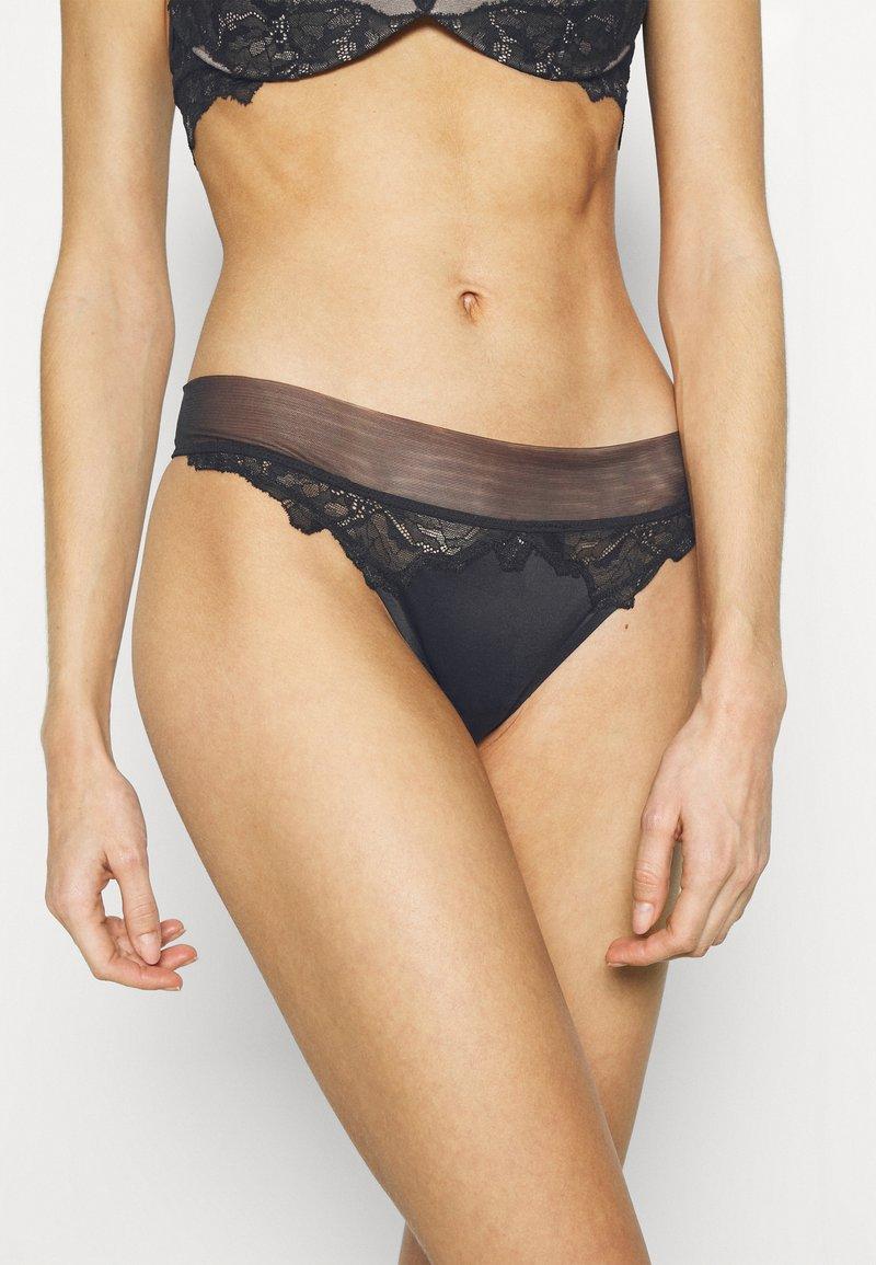 Calvin Klein Underwear - OVERSIZETRIM THONG - Thong - black