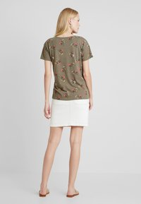 edc by Esprit - FLOWERS SHORT - Print T-shirt - olive - 2