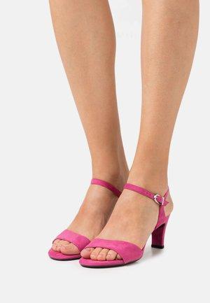 Sandály - fuxia