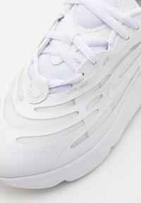 Nike Sportswear - AIR MAX EXOSENSE UNISEX - Trainers - white/summit white - 5