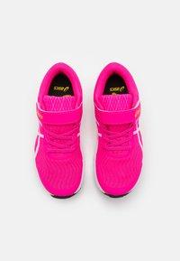 ASICS - PATRIOT 12 UNISEX - Chaussures de running neutres - pink glo/white - 3
