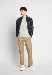 GAP - NEW SLIM PANTS - Pantalon classique - beige - 1