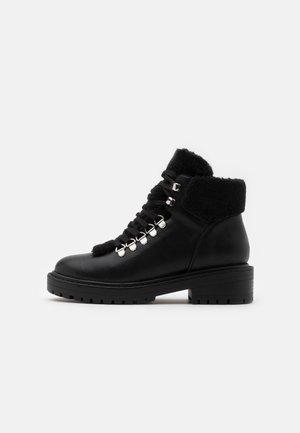 ONLBOLD LACE UP - Boots à talons - black