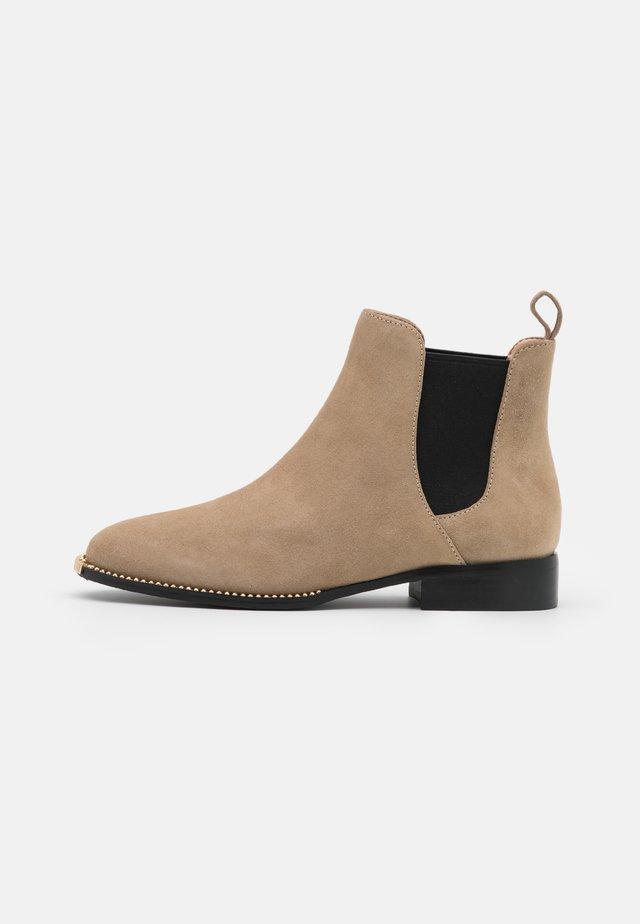 NICHOLE BOOTIE - Boots à talons - oat