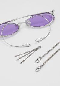 McQ Alexander McQueen - Lunettes de soleil - silver-coloured/violet - 4