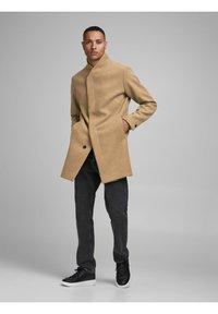 Jack & Jones - JJECOLLUM COAT  - Classic coat - khaki - 1