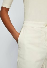 BOSS - Pantaloni - natural - 3