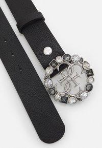 Guess - ADJUSTABLE PANT BELT - Belte - black/silver-coloured - 1