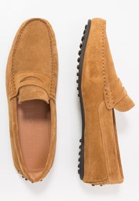 Selected Homme - SLHSERGIO PENNY DRIVE SHOE - Moccasins - sand - 1