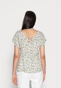 s.Oliver - Print T-shirt - summer khaki - 2