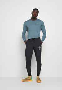 Nike Performance - ELITE PANT - Teplákové kalhoty - black/reflective silver - 1
