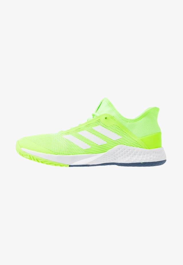 ADIZERO CLUB - Kengät kaikille alustoille - sigal green/footwear white/tech indigo