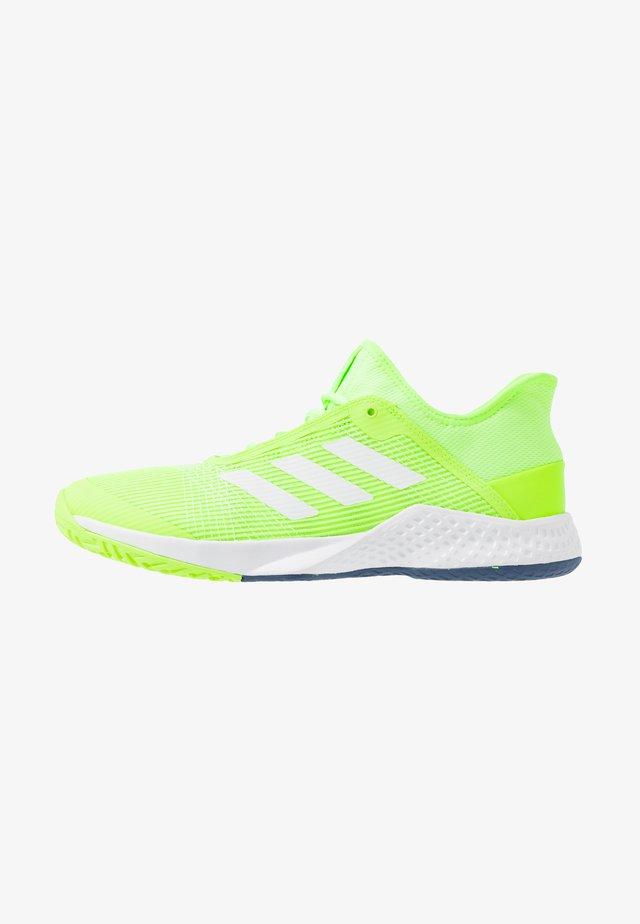 ADIZERO CLUB - Scarpe da tennis per tutte le superfici - sigal green/footwear white/tech indigo