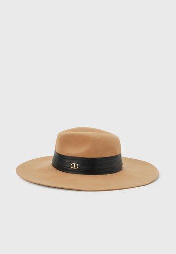 Hat - cammello