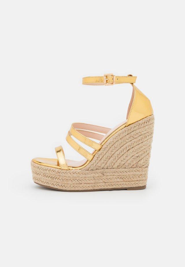 MIRELLE - Sandalen met plateauzool - gold