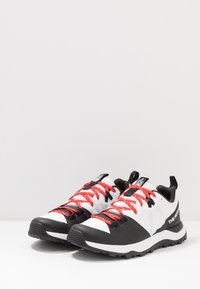 The North Face - MEN'S ACTIVIST LITE - Zapatillas de senderismo - white/black - 2