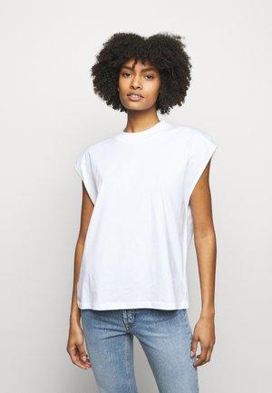 MAGGIE - T-shirt med print - white