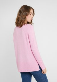 J.CREW - SUPERSOFT V-NECK - Jumper - wild petunia - 2