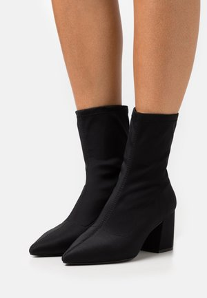 POINTED TOE MID HEEL SOCK BOOT - Støvletter - black