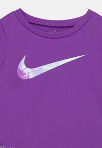 Nike Sportswear - SKY DYE TEMPO SET - Print T-shirt - purple chalk - 3