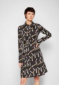 Victoria Victoria Beckham - PLEATED SHIRT DRESS - Shirt dress - black/multi - 0