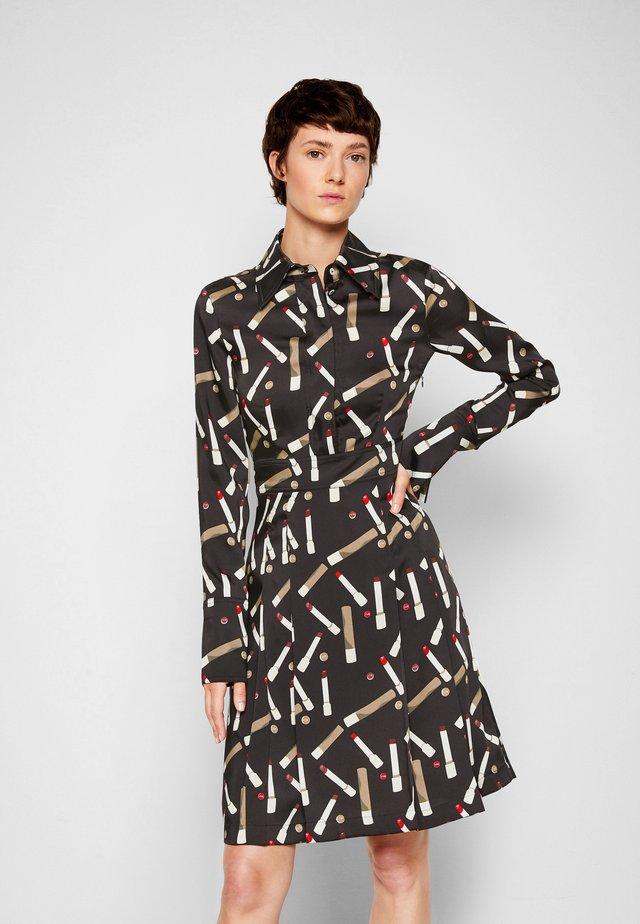 PLEATED SHIRT DRESS - Sukienka koszulowa - black/multi