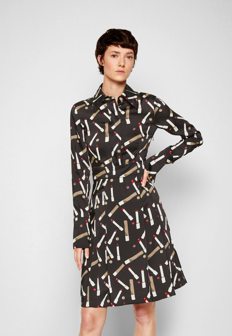 Victoria Victoria Beckham - PLEATED SHIRT DRESS - Shirt dress - black/multi