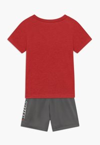 Nike Sportswear - TEE SET - Kraťasy - iron grey - 1