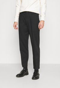 Club Monaco - INVERTED PLEAT PANT - Trousers - black - 0