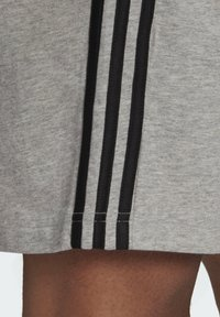 adidas Performance - AEROREADY ESSENTIALS 3-STRIPES SHORTS - Korte sportsbukser - grey - 4
