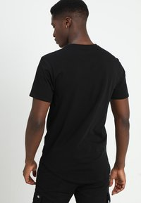 Only & Sons - ONSMATT LONGY 2 PACK - T-shirts - black - 2