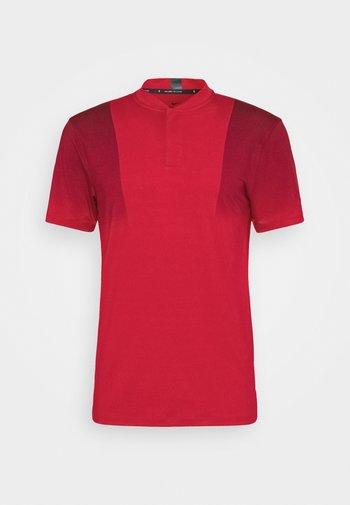 TIGER WOODS DRY BLADE - Camiseta estampada - gym red/team red