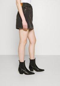 Levi's® - RIBCAGE SKIRT - Spódnica mini - washed noir black - 3