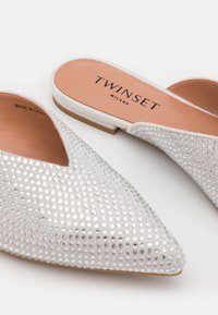 TWINSET - A PUNTA FULL STRASS - Mules - crystal - 6